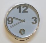 Nástěnné hodiny s kyvadlem Osen, 30 cm, bílá / stříbrná